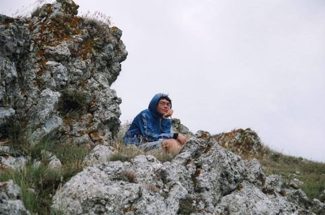 От ветра укрывались среди камней