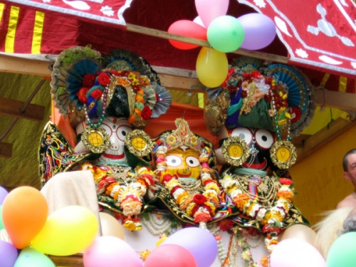 Джаганнатха, Баладева и Субхадра, виновники события