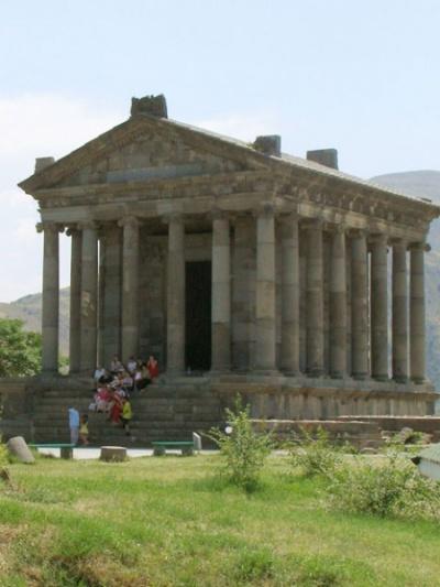Собственно храм Митры