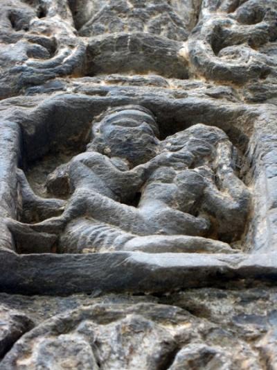 Любовная сценка на стене храма Гоуришанкар в Дашале