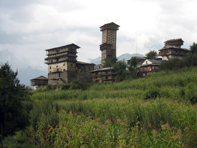 Крепости и храм Кришны в деревне Чаини