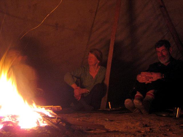 а тихим новозеландцам просто нравится греться у огня
