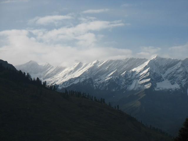 Снег в горах над Манали