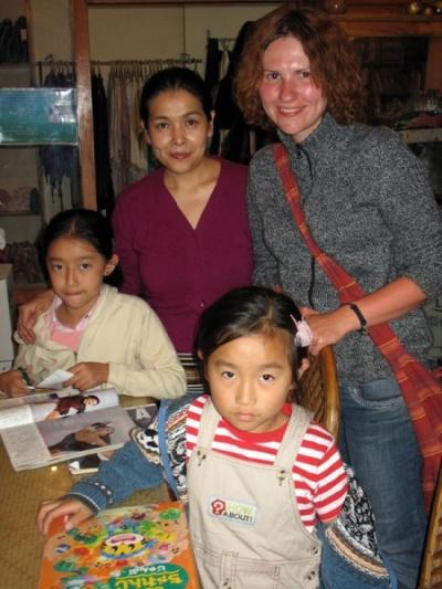 Маша, японка и два тибето-японских ребенка
