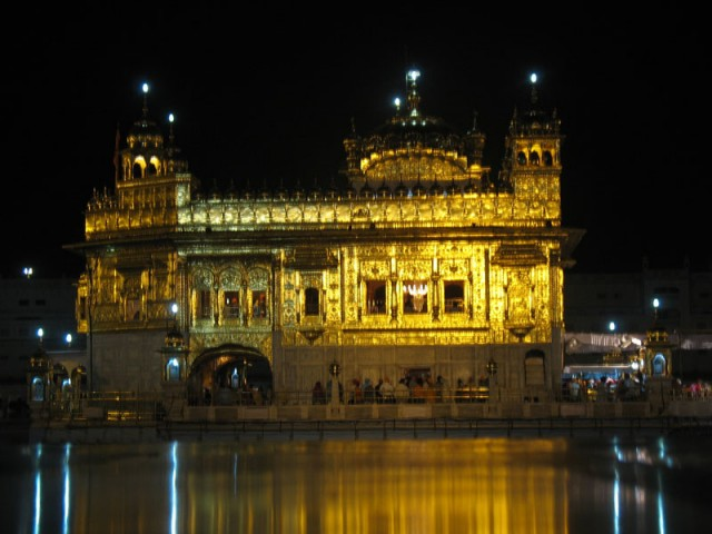 Золотой Храм ночью