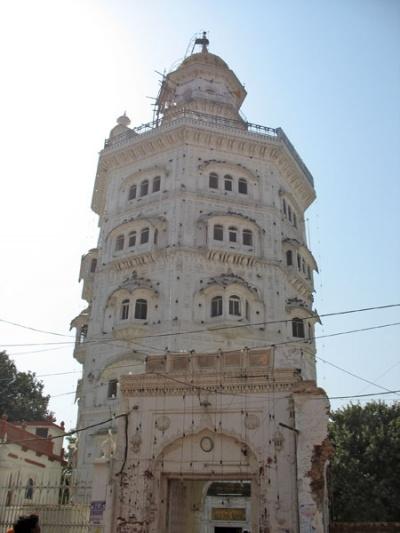 Башня Баба Атал на территории комплекса Золотого Храма