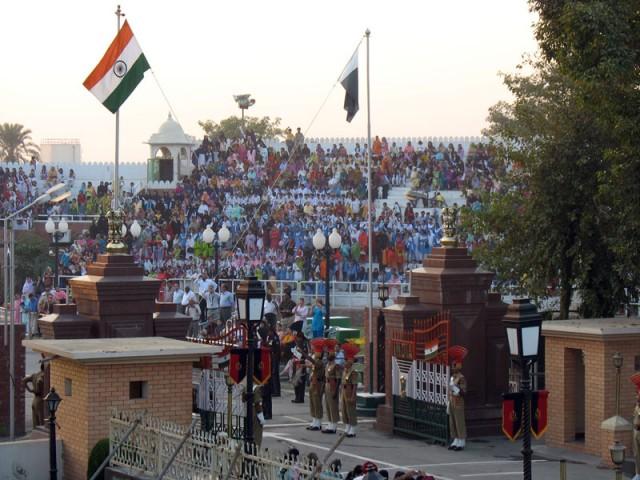 Спуск государственных флагов Индии и Пакистана