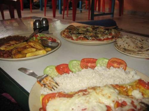 энчиладос с сыром и пицца