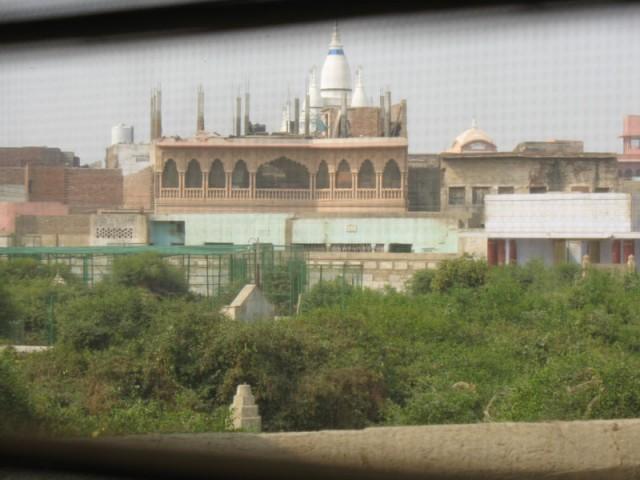 Вид из нашего окна во Вриндаване