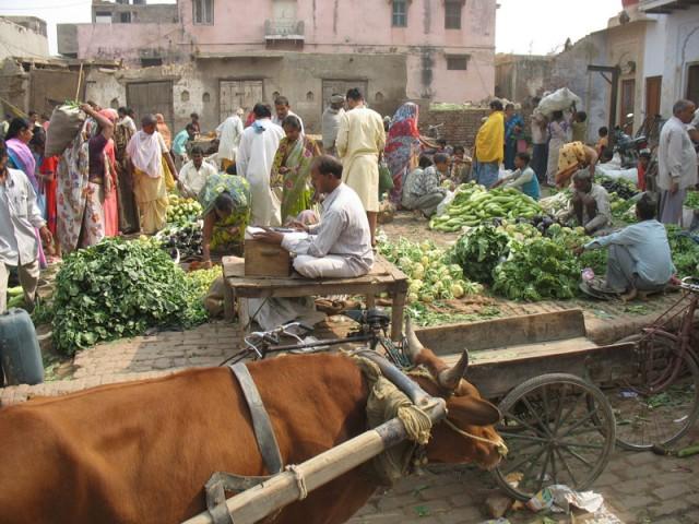 Овощной рынок на Лои-Базаре во Вриндаване