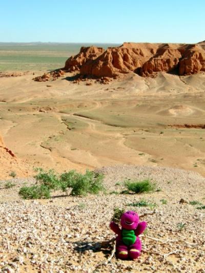 динозаврик Марта очень рад оказаться на родине предков