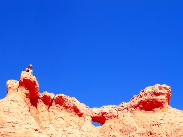 Красные сюрреалистичные скалы