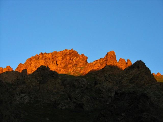 Скалы на закате