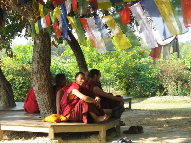 Буддистские монахи...