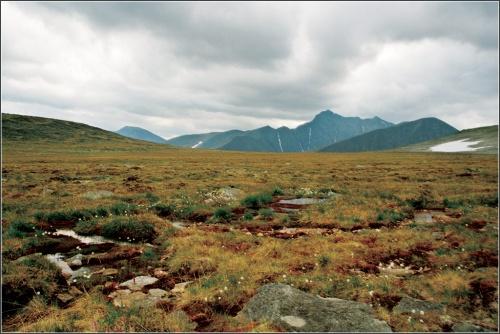 плато (на горизонте вершина г.Мансиньер)