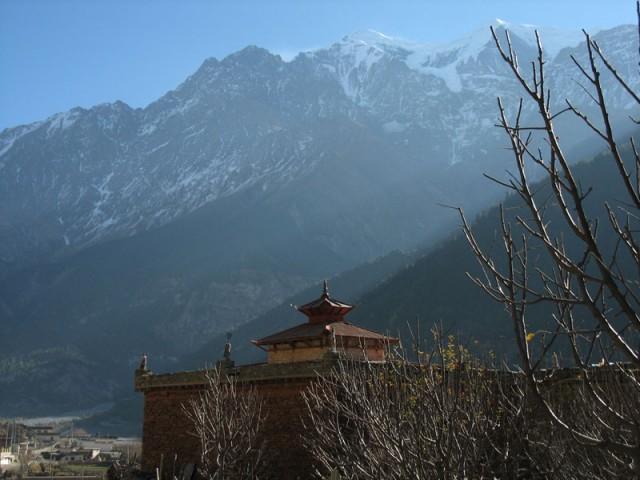 Утро. Монастырь. Горы