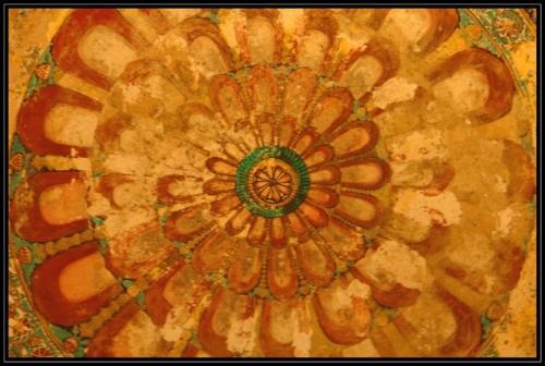 Рисунок на крыше - так украшают все, и храмы и дворцы