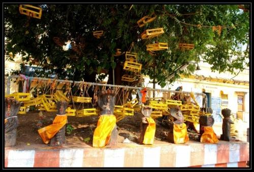 Беби три (детское дерево), здесь девушки, у которых нет детей, молятся о их появлении