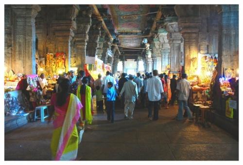 Рынок в храме