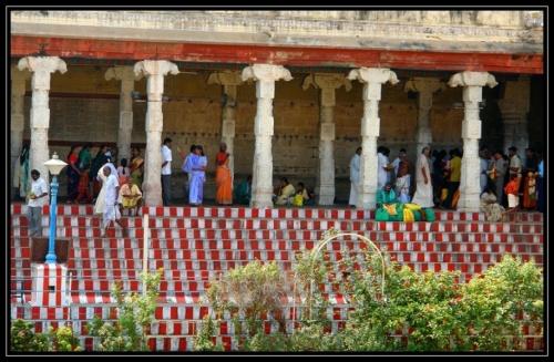 Южные люди в храме