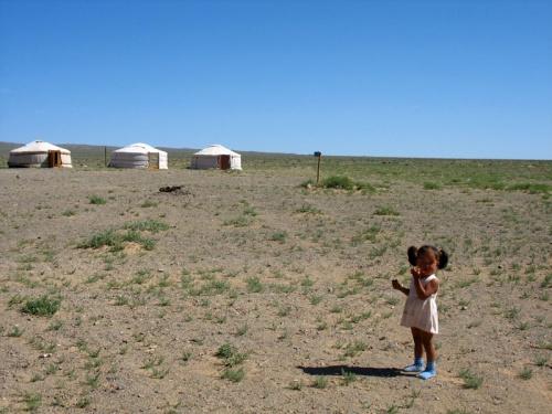 Монгольская девочка и ее мир