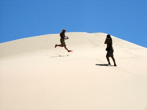 Летающий человек и папарацци в песках