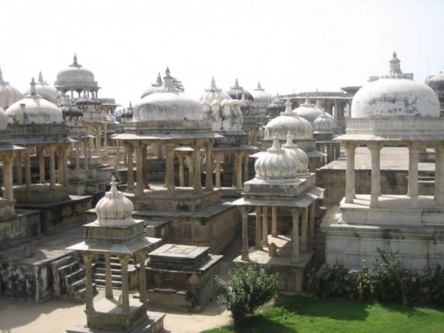 А это совсем недалеко на рикше от Удайпура, но не помню что и где.