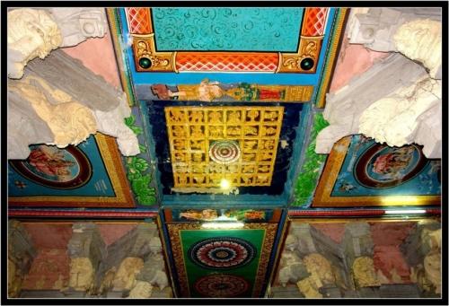 И украшенный потолок