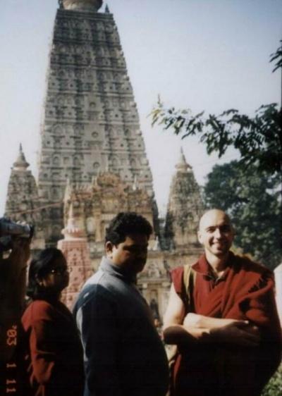 Михаил. Был программистом в Серпухове, стал монахом в Индии.