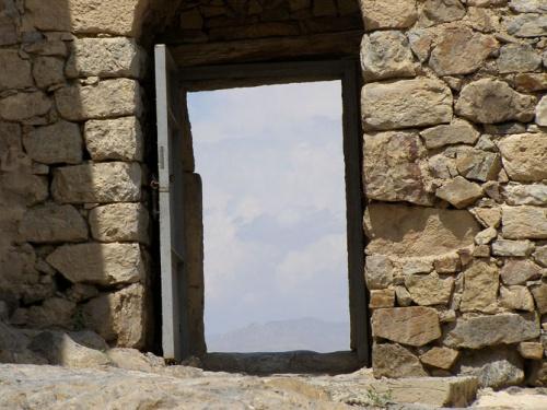 А эта дверь прямо на небо
