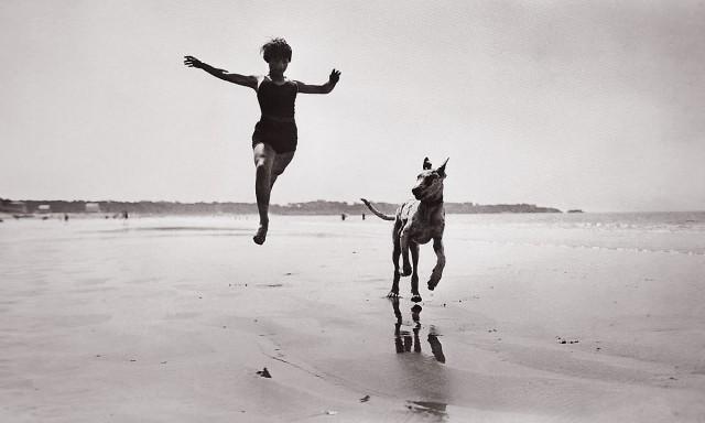 Jacques Henri Lartigue. Jeanine Lhemann, Royan, 1926.