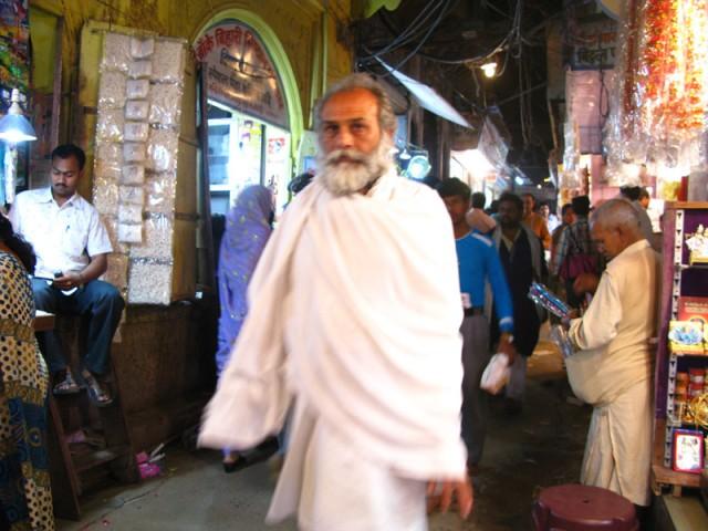 Фото дня: Садху около храма Банке Бихари во Вриндаване