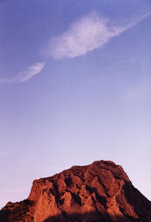 Гора Сокол. Вид из Нового Света. Moony говорит, что это огромный древний коралл. На закате действительно похож.