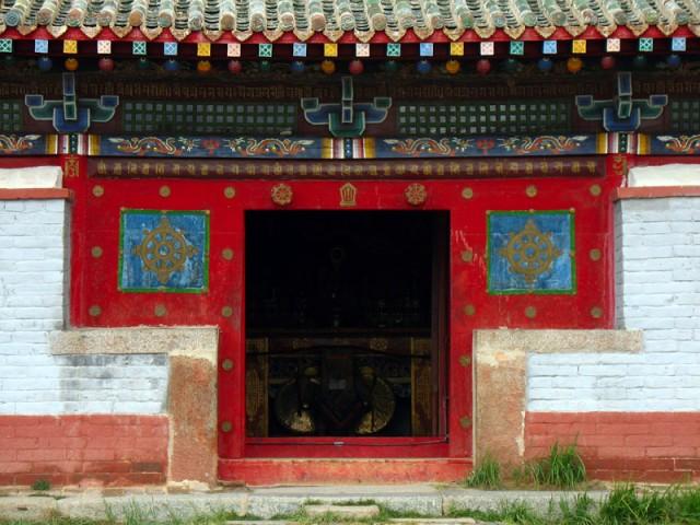Двери храма. Монастырь Эрдэни-Дзу