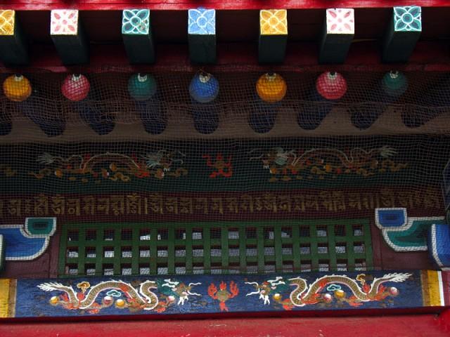 Монастырь Эрдэни-Дзу. Разноцветно снаружи