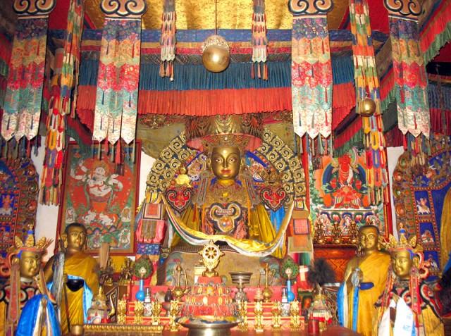 Монастырь Эрдэни-Дзу. Разноцветно внутри