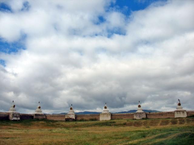 Каракорум. Монастырская стена