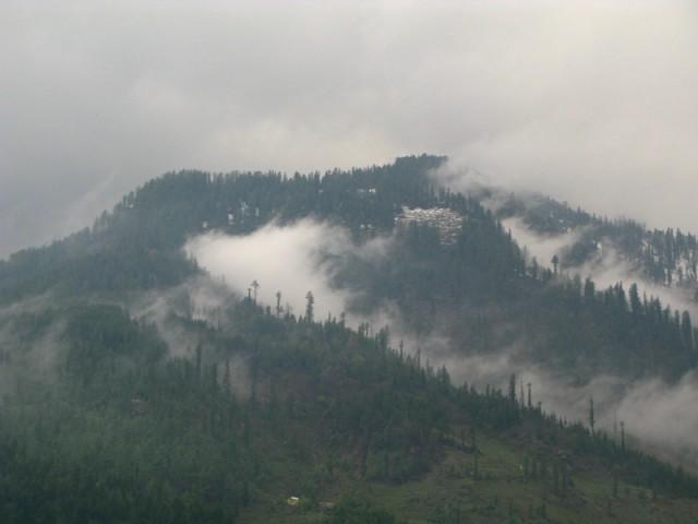 Фото дня: Гималаи в облаках