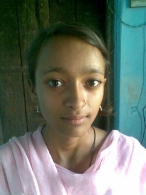 Дарю тебе портрет девочки из Радхакунды. Она очень красивая, но  не получилось на фото это передать...