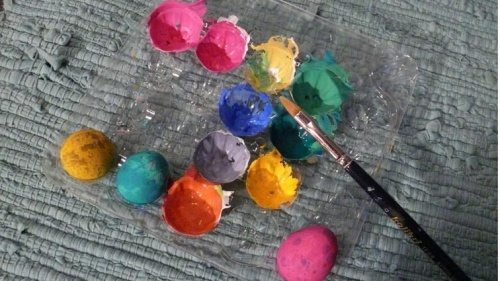3. Берем краски кисть и палитру.