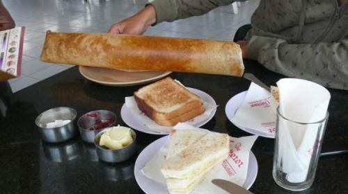 И нам снова принесли......сплошной хлеб!