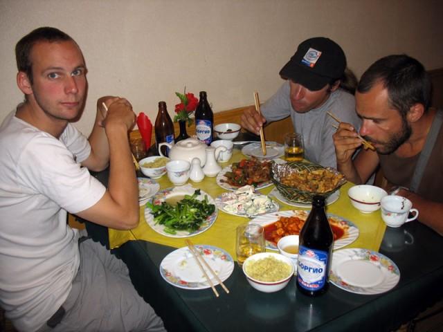 Ужин в китайском ресторане – немец Мариус, Серж, Муни