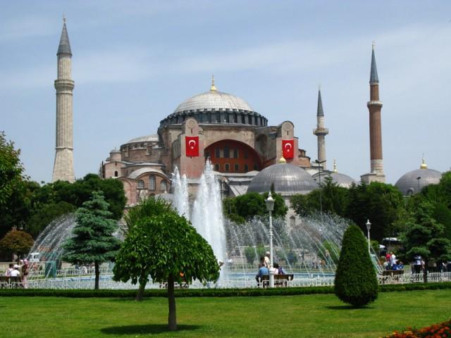 Вид на Айя-Софию со стороны Голубой Мечети