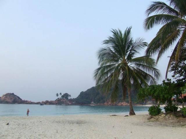 Пляж на рассвете. Остров Реданг