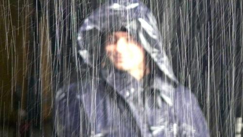 Все это время шел дождь.  А мы не сдавались. Нельзя.
