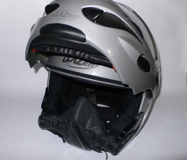 А потом раз! И шлем превращается в открытую конструкцию