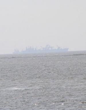 Здоровенные корабли в море