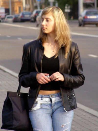Идет девушка по улице. Но она не на улице. Она почти достигла брахмана