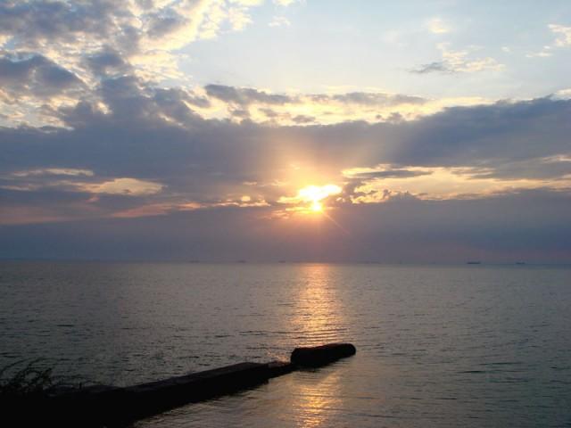 Луч солнца золотого - вид из моего окна на рассвете