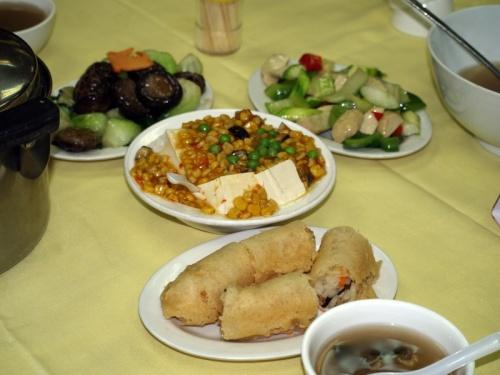 вегетарианская еда в монастыре